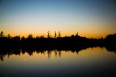Jezioro w wieczór, wieczór nastrój, wieczór półmrok Fotografia Royalty Free