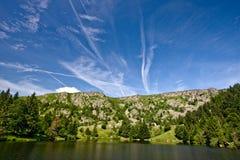 Jezioro w wsi Zdjęcie Stock