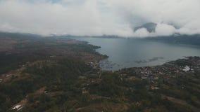 Jezioro w wulkanu kraterze Batur, Bali zbiory wideo