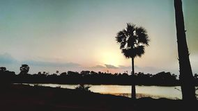 Jezioro w zmierzchu obraz royalty free