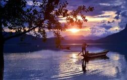 Jezioro w zmierzchu Zdjęcie Royalty Free