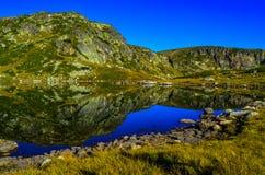 Jezioro &-x22; Trilistnika &-x22; , Jeden sławni siedem jezior w halnym Rila Obrazy Stock