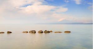 Jezioro z górą w Włochy Obrazy Royalty Free