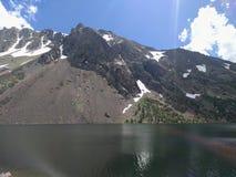 Jezioro z górą Zdjęcia Royalty Free