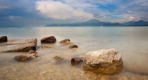 Jezioro z górą Fotografia Stock