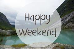 Jezioro Z górami, Norwegia, teksta Szczęśliwy weekend Obraz Stock