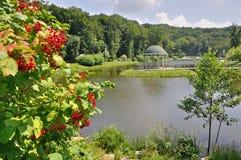 Jezioro z gazebo Zdjęcia Royalty Free