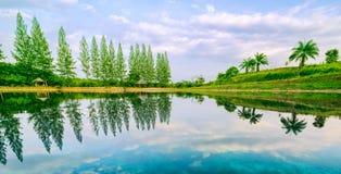 Jezioro z odbiciem Zdjęcia Royalty Free