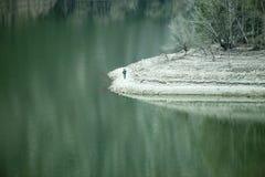Jezioro z zieleni wodą Zdjęcie Stock