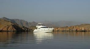 jezioro zakotwiczonych jacht zdjęcie stock
