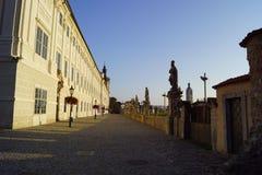Jezuïetuniversiteit en blauwe hemel - September stock afbeeldingen