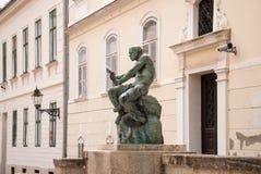 Jezuitski fyrkant- och fiskareWith Snake staty och springbrunn förbi Fotografering för Bildbyråer