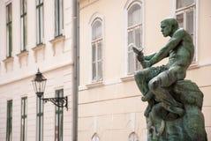 Jezuitski fyrkant- och fiskareWith Snake staty och springbrunn förbi Royaltyfria Foton