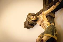 Jezus Chrystus przy Przecinającą krucyfiks postacią obraz stock