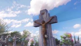 Jezus krzyż z timelapse chmurami zbiory wideo
