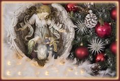 Jezus, maryja dziewica Josef i anioł statua dekorująca z, gałąź, ornamentami, cornpine i ojcem, Obrazy Stock
