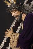Jezus z mahoniem i srebro krzyżujemy na ramieniu zdjęcie stock
