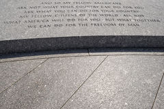 JFK-anförandeinskrift på den Arlington kyrkogården Royaltyfri Fotografi
