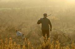 Jäger und sein Hund Lizenzfreies Stockfoto