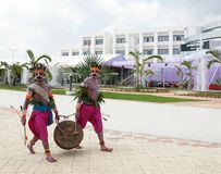 jharkhand的民间艺术家在他们的传统服装的 免版税图库摄影