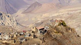亚洲山村Jharkot在更低的野马的秋天,尼泊尔,喜马拉雅山,安纳布尔纳峰保护地区 库存照片