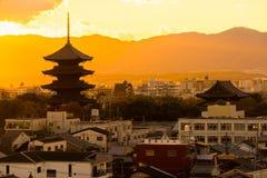 -ji ao templo, Kyoto, Japão Fotos de Stock
