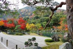 Ji de TenryÅ «-, un jardin japonais de zen Photo libre de droits