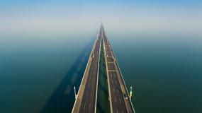 Jiaozhouwan-bridg Qingdao-Porzellan stockbild