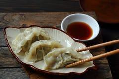 Jiaozi är kinesisk mat med griskött Royaltyfri Fotografi