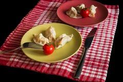 Jiaozi chinois cuit à la vapeur avec la tomate Image libre de droits