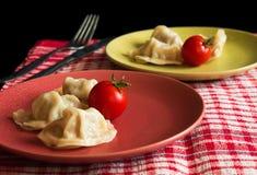 Jiaozi chinois cuit à la vapeur avec la tomate Photo libre de droits