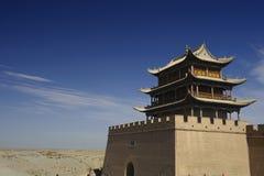 Jiayuguan passerandetorn på den Gobi öknen Royaltyfria Foton