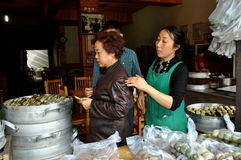 Jie Zi, China: Leute im Nahrungsmittelsystem stockbilder