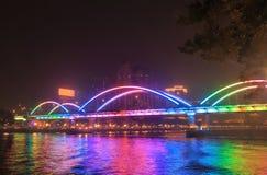 Jiefang-Brücken-Nachtstadtbild Guangzhou China lizenzfreie stockfotos