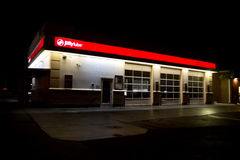 Jiffy Lube building @ Night Royalty Free Stock Photos