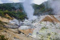 Jigokudani горячее Spring Valley в Саппоро Хоккаидо одном большинств шипучки стоковые изображения