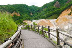 Jigokudani-Hölle Tal in Noboribetsu, Hokkaido die meiste berühmte heiße Quelle onsen Erholungsort lizenzfreie stockfotos
