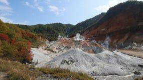 Jigokudani o valle dell'inferno in Noboribetsu, Hokkaido, Giappone fotografia stock