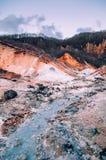 Jigokudani oder ` Höllen-Tal ` geothermischer Krater aktiven Vulkans in Noboribetsu, Hokkaido, Japan lizenzfreies stockbild