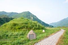 JILIN, CHINA - 27. Juli 2015: Der Kirchhof der Adlige bei Shanchengxia Stockfoto