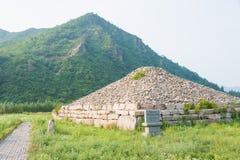 JILIN, CHINA - 27. Juli 2015: Der Kirchhof der Adlige bei Shanchengxia Stockfotografie