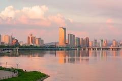 Jilin le fleuve Songhua au crépuscule Image libre de droits
