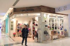 Jill scott shoppar i Hong Kong royaltyfria foton