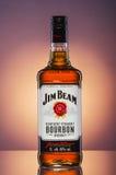 Jim Beam-Bourbonwhisky auf Steigungshintergrund Lizenzfreie Stockfotos