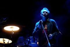 Jim Reid, cantante del Jesús y de Mary Chain, se realiza en el festival 2013 del sonido de Heineken Primavera Foto de archivo