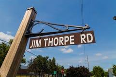 Jim Thorpe Rd Sign i Carlisle Fotografering för Bildbyråer