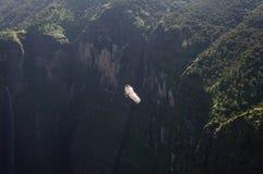 Jin Bahir Falls con l'uccello, facente un'escursione nelle montagne di Simien Fotografie Stock Libere da Diritti