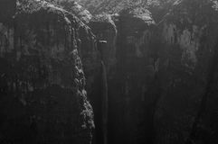 Jin Bahir Falls con l'uccello, facente un'escursione nelle montagne di Simien Fotografia Stock