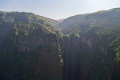 Jin Bahir Falls, facente un'escursione nelle montagne di Simien, l'Etiopia Fotografia Stock