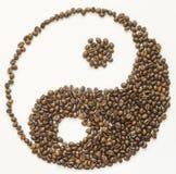 Jin jang av coffebönor Arkivbild